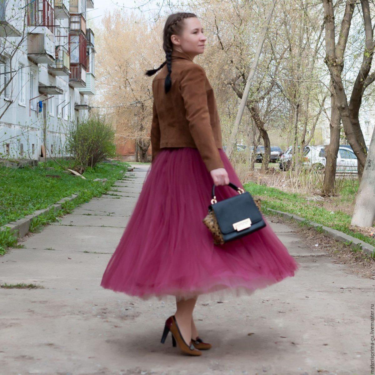длинная бордовая юбка пачка и пиджак
