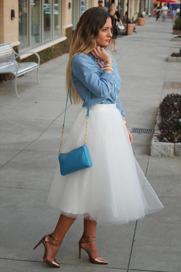 молочная юбка пачка миди и голубая сумка