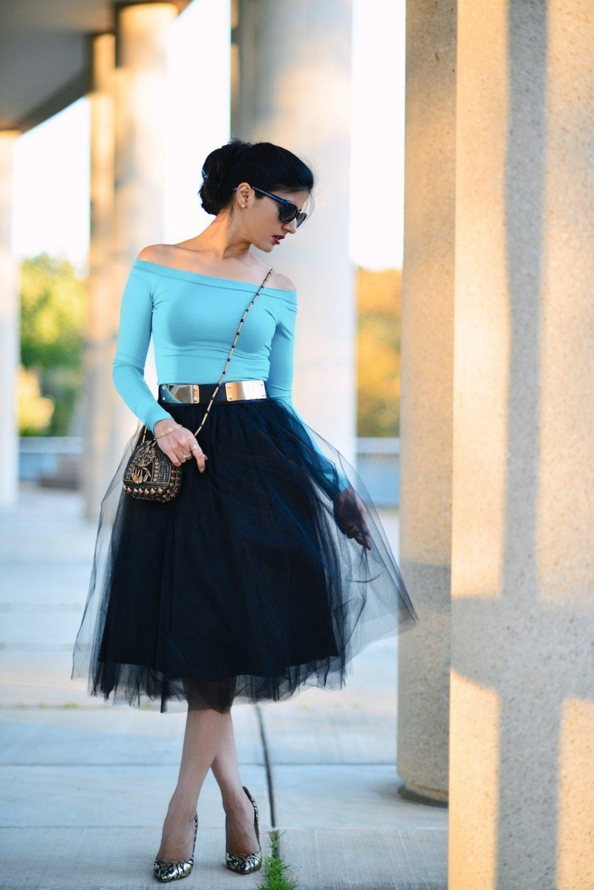 черная юбка пачка и золотистый пояс