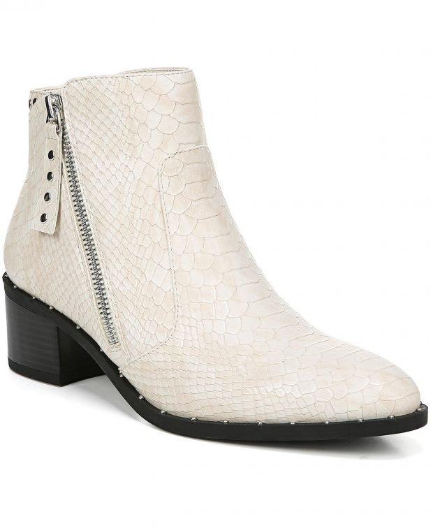 модные сапоги весна 2020: белые змеиная кожа на молнии