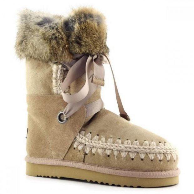 зимняя обувь женская 2019 2020: замшевые угги с украшением