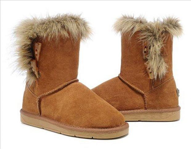 женская обувь осень зима 2019 2020: бежевые замшевые угги
