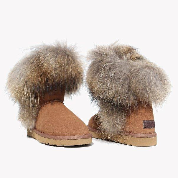 зимняя обувь женская 2019 2020: светлые угги с мехом
