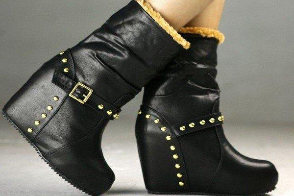 черные кожаные полусапожки с декором