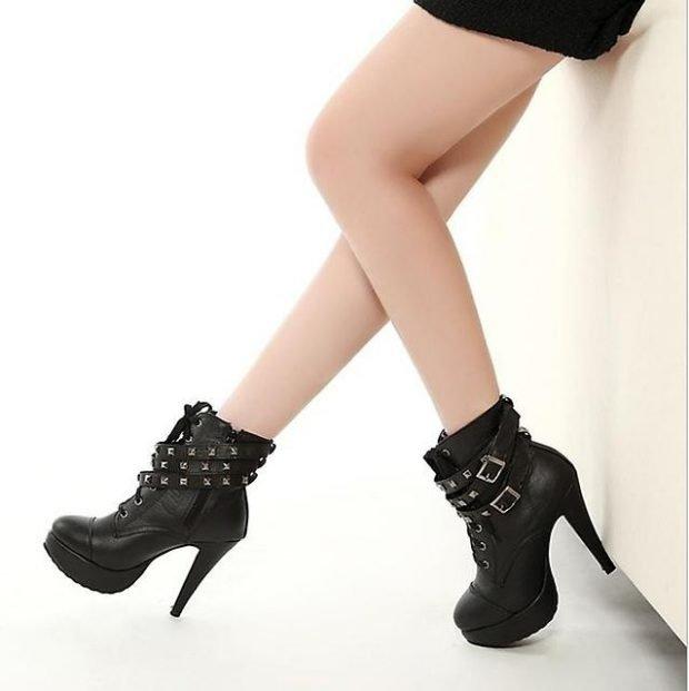 черные полусапожки на высоком каблуке