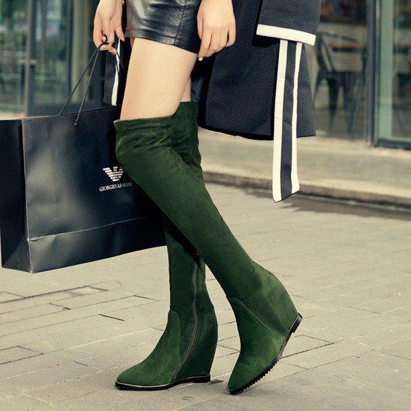 женская обувь осень зима 2019 2020: зеленые сапоги на танкетке