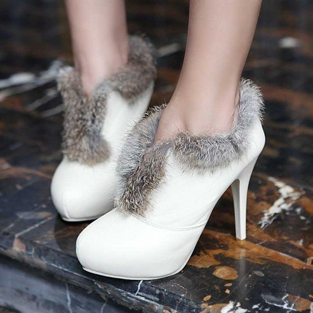 обувь осень 2019 2020: белые ботильоны с мехом