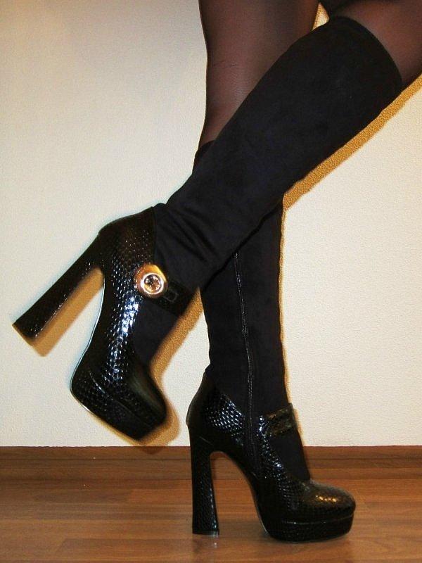 черные сапоги на толстом каблуке с декором