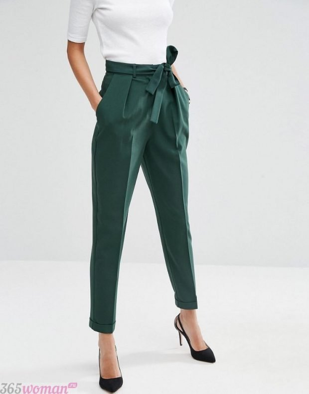 брюки с завышенной талией зеленые короткие с бантом с чем носить
