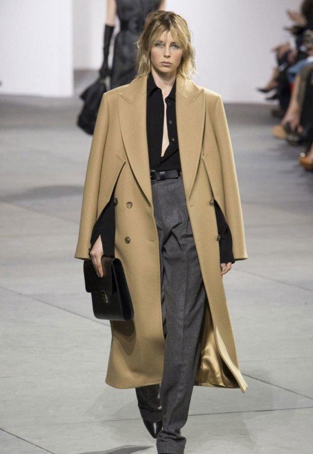 с чем носить брюки с высокой талией под бежевое пальто длинное