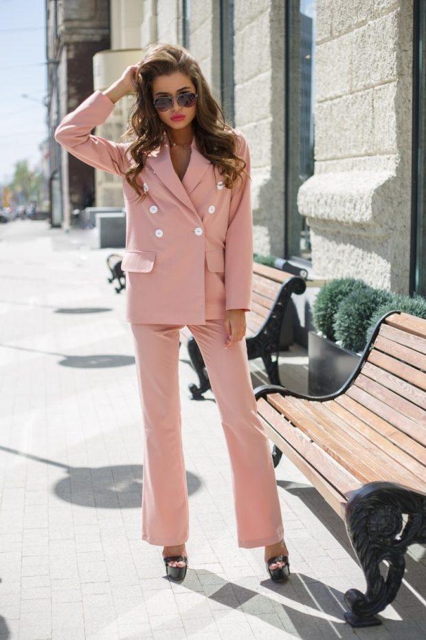 с чем носить брюки с высокой талией пальто короткое в цвет