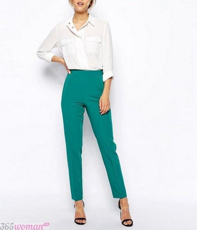 брюки с завышенной талией зеленые короткие с чем носить