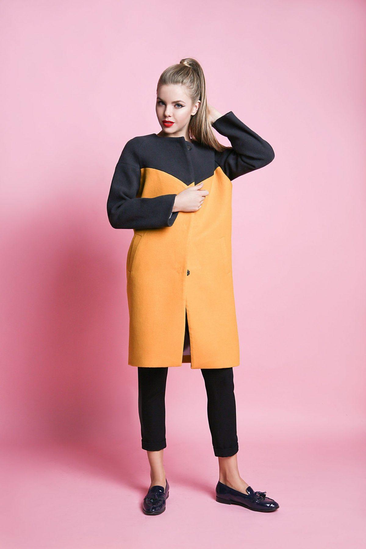 с чем носить брюки с высокой талией короткие под пальто в два цвета