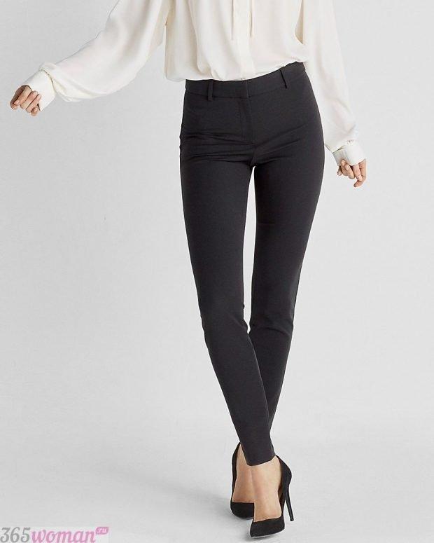 брюки с завышенной талией в обтяжку с чем носить