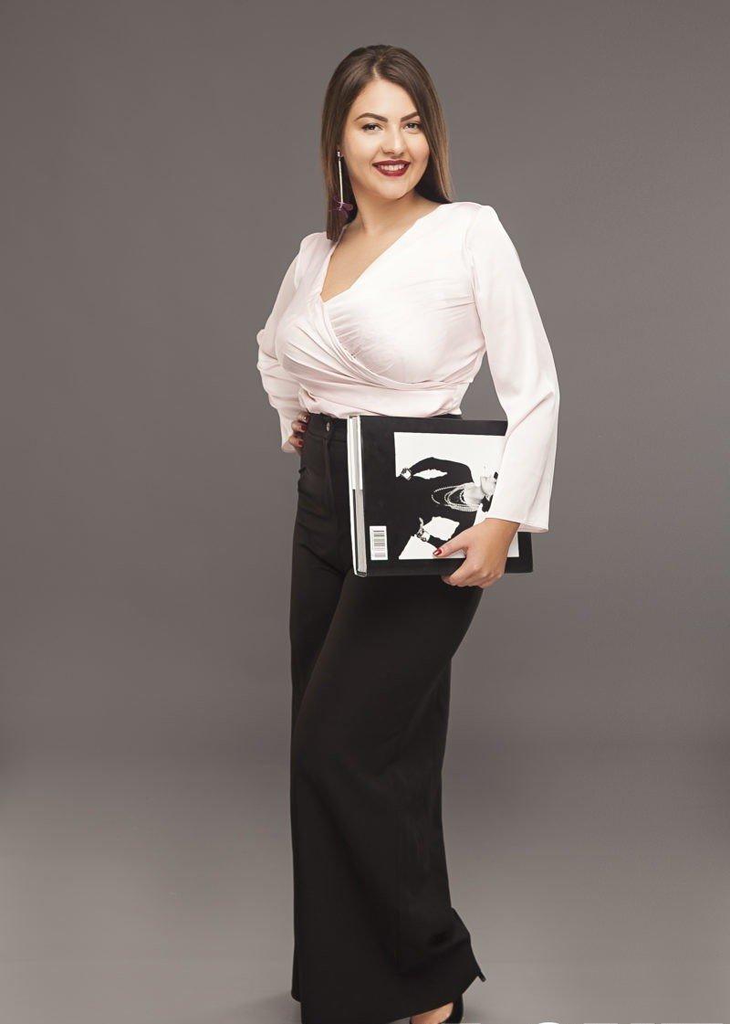 с чем носить брюки с завышенной талией черные клеша под блузку белую