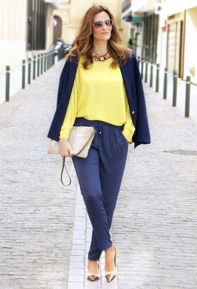с чем носить брюки с завышенной талией синие под блузку желтую