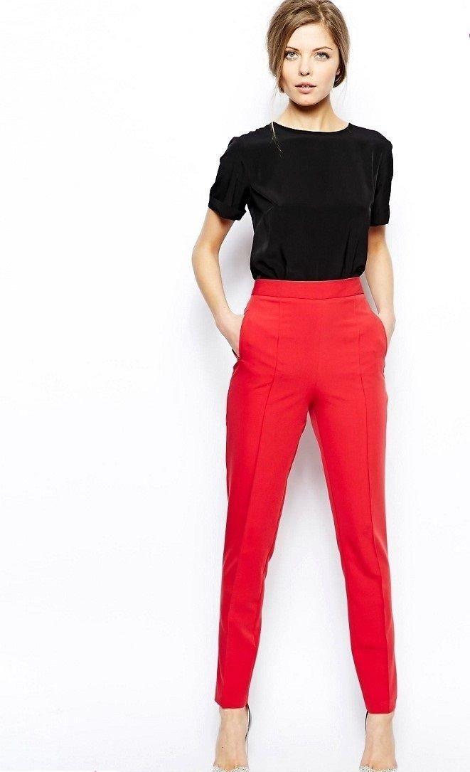 с чем носить штаны с завышенной талией красные под футболку черную