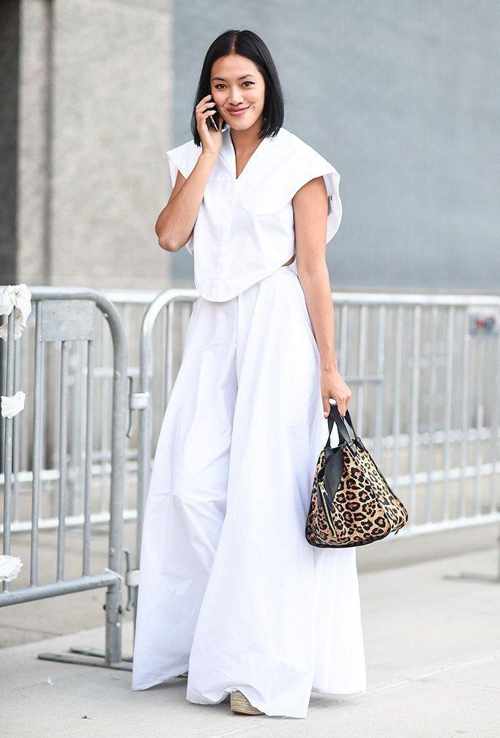 с чем носить штаны с завышенной талией широкие белые под футболку
