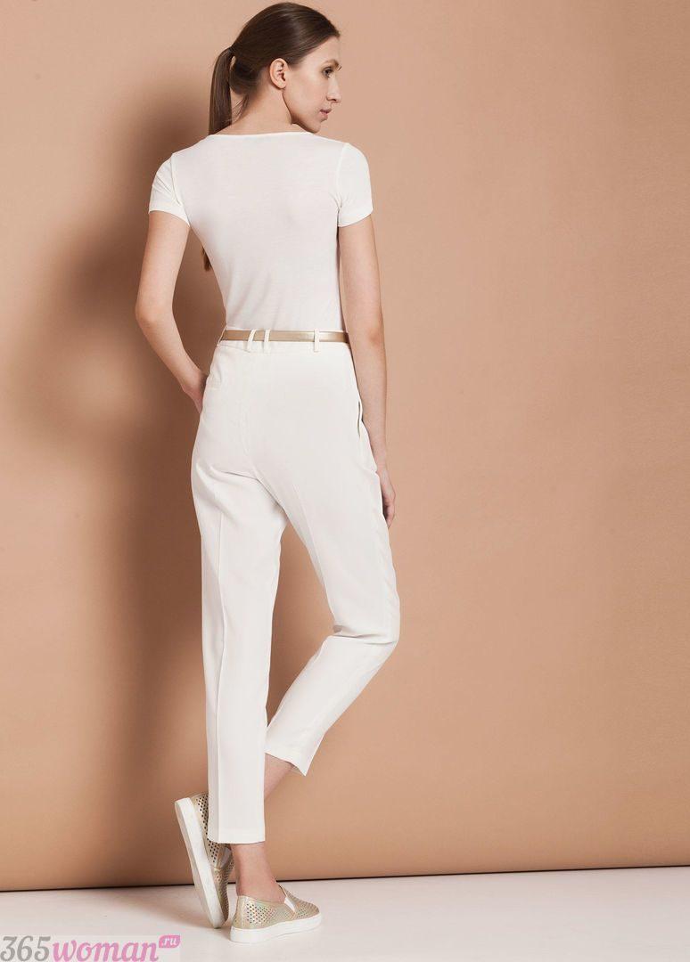 с чем носить штаны с завышенной талией белые под футболку белую