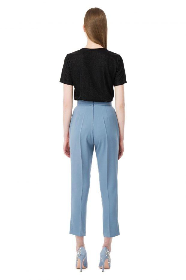 с чем носить штаны с завышенной талией синие короткие под черную футболку