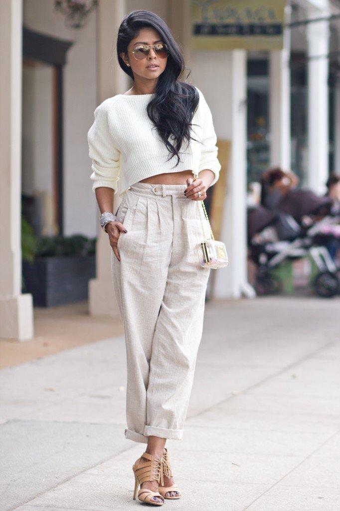 с чем носить брюки с завышенной талией светлые под топ с длинными рукавами
