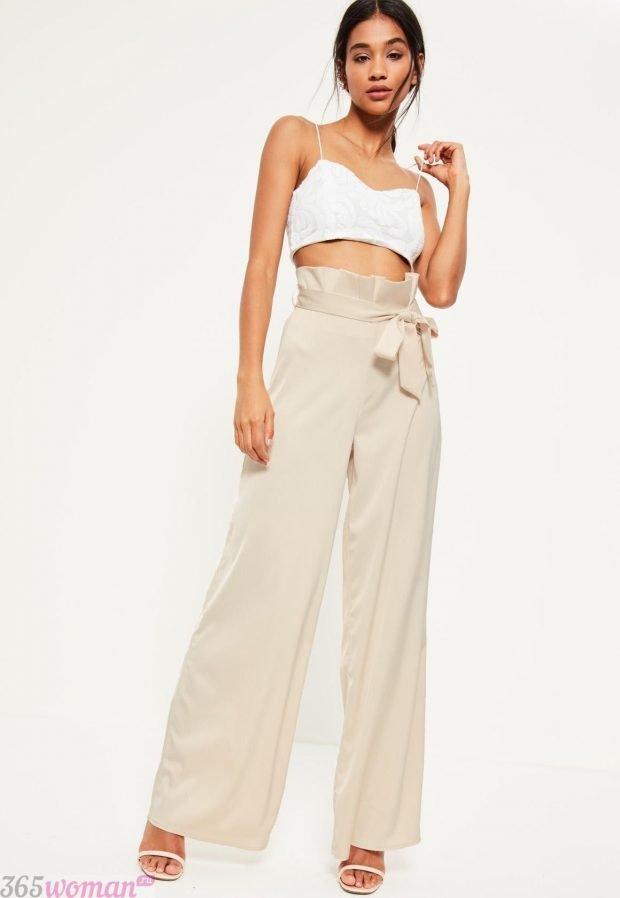 брюки с завышенной талией с поясом бежевые широкие с чем носить