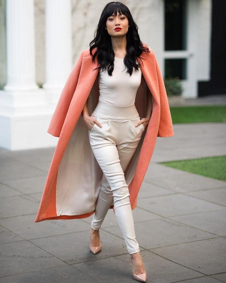 с чем носить брюки с высокой талией под каблук и пальто