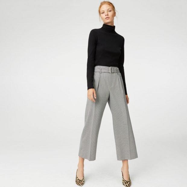 серые брюки-кюлоты и черный гольф