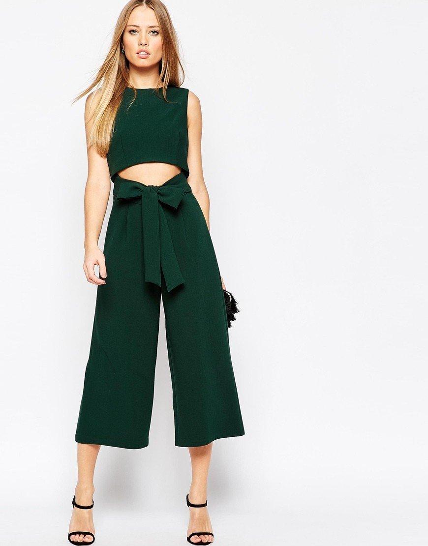 зеленый костюм с брюками-кюлотами
