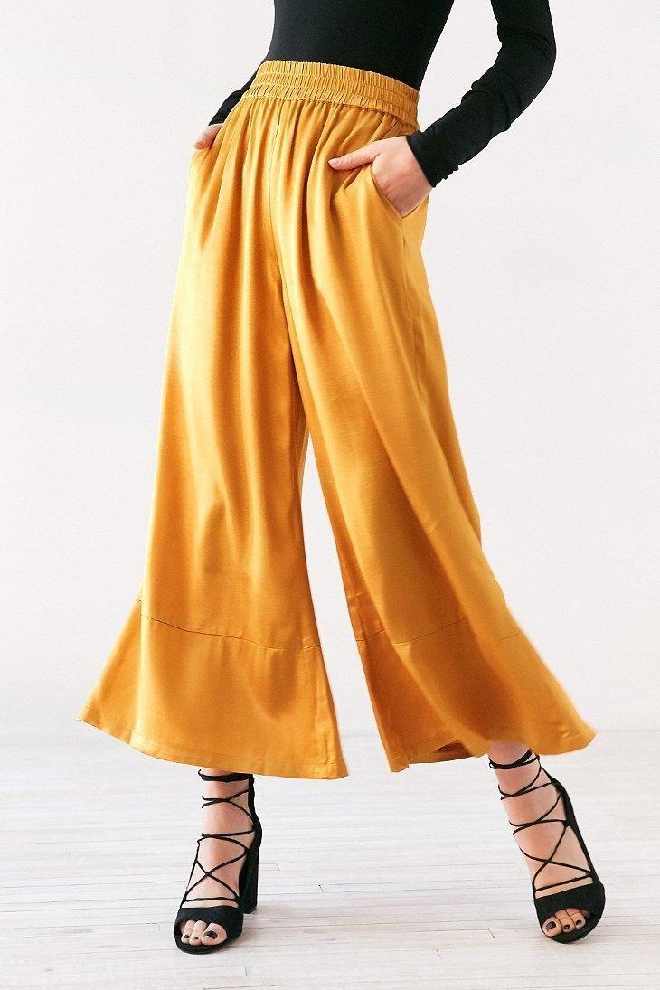 желтые спортивные брюки-кюлоты