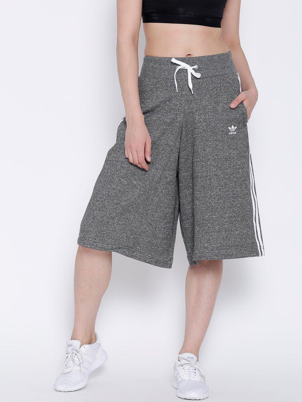 серые спортивные брюки-кюлоты