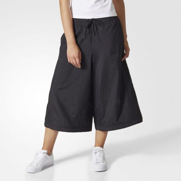 черные спортивные брюки-кюлоты