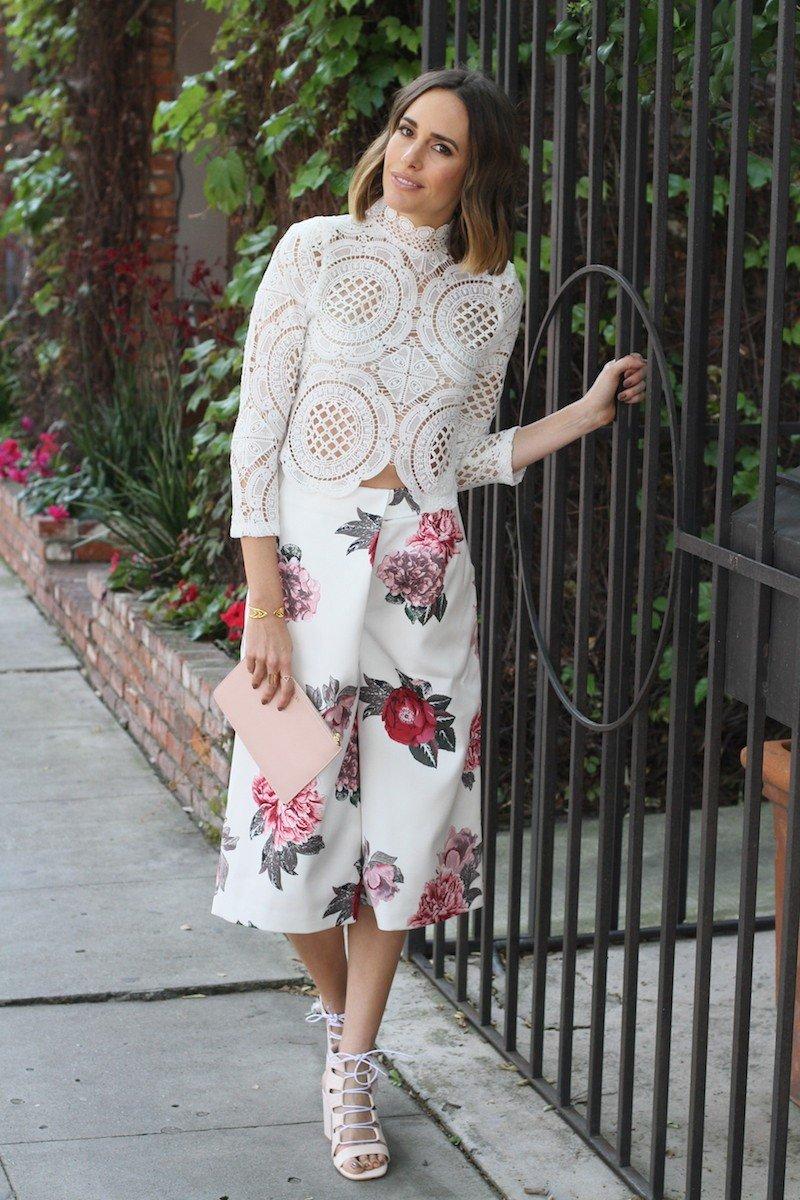 брюки-кюлоты цветочный принт и ажурная блуза