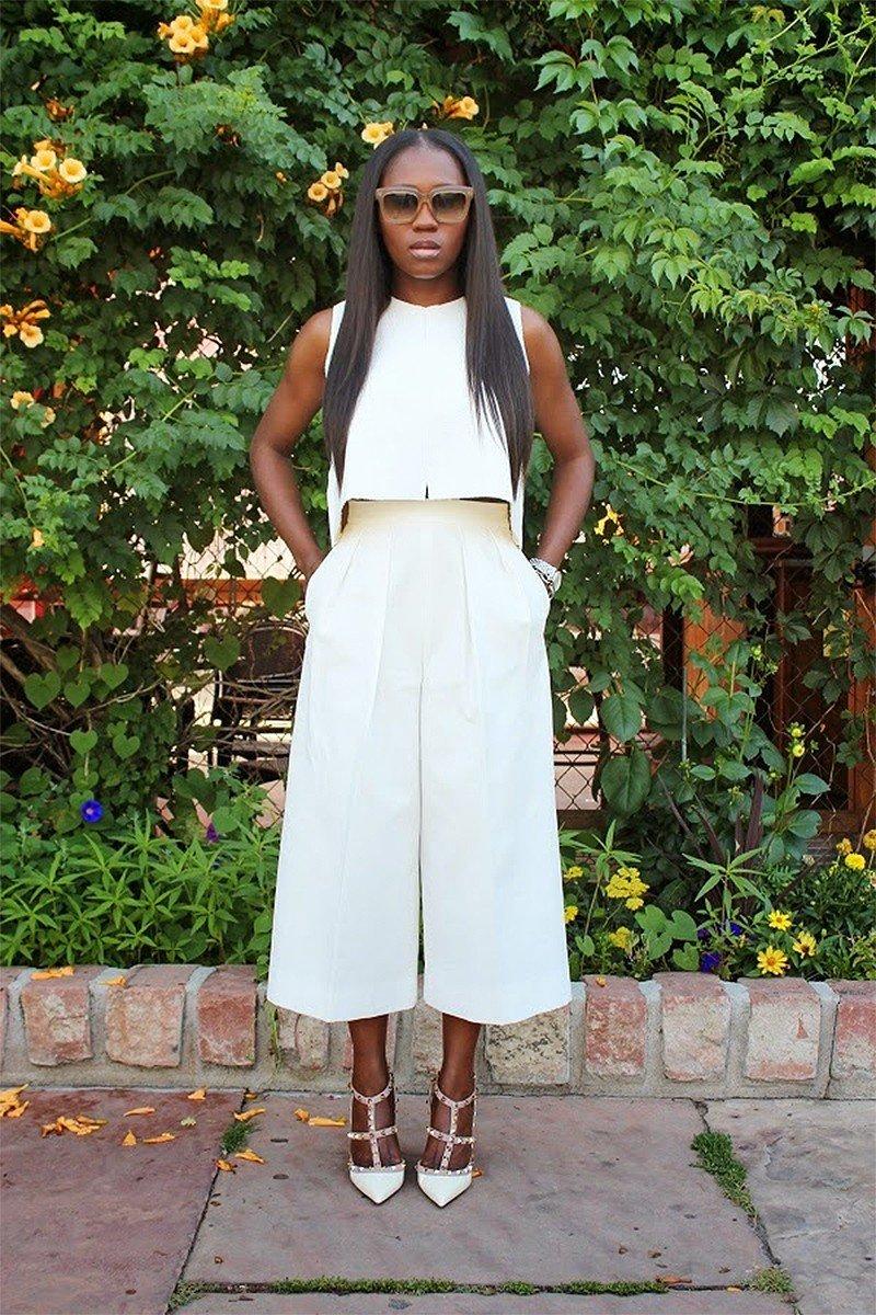 белые брюки-кюлоты и белый топ