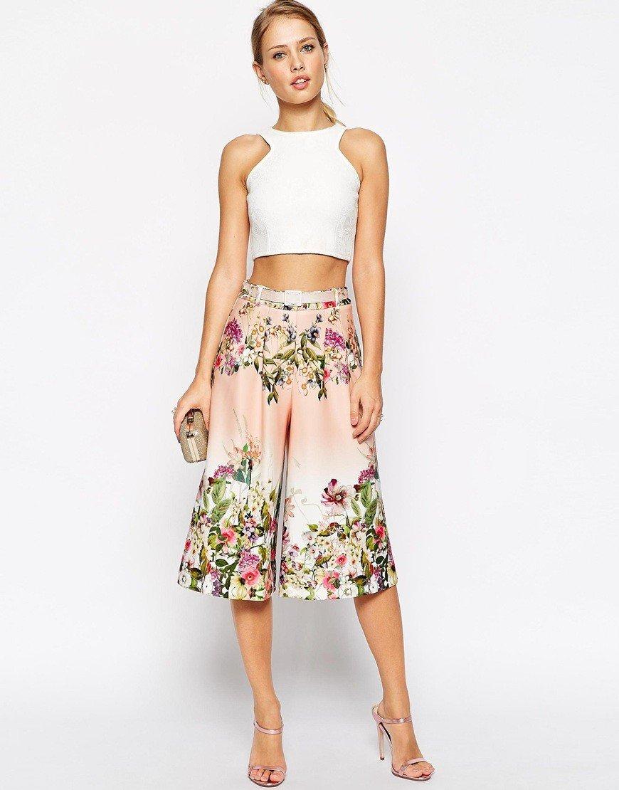 брюки-кюлоты цветочный принт и белый топ