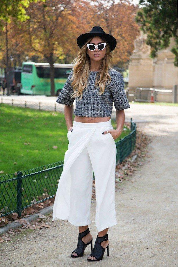 белый брюки-кюлоты и рубашка принт