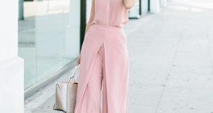 светло-розовые брюки-кюлоты и топ