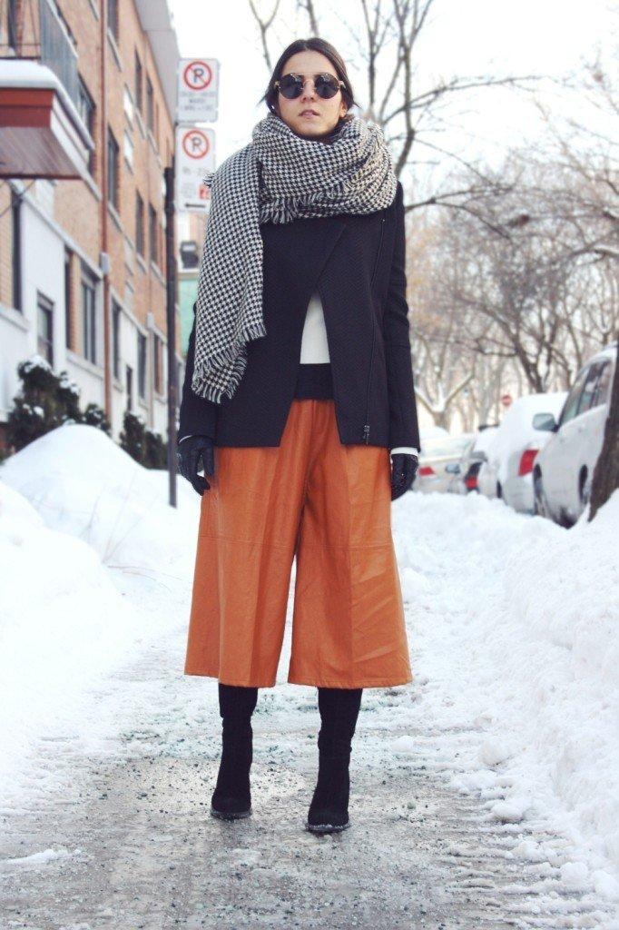 кожаные брюки-кюлоты яркого цвета