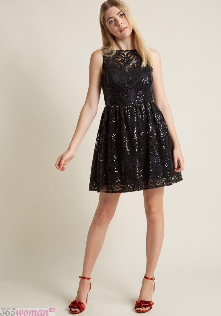что надеть на день святого валентина 2019: черное платье расшитое пайетками