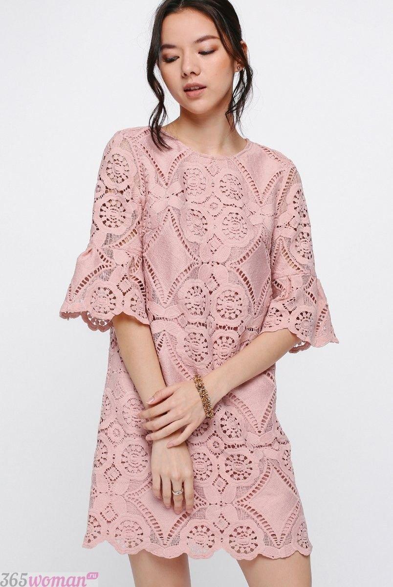 что надеть на день святого валентина 2019: кружевное платье цвета пудры