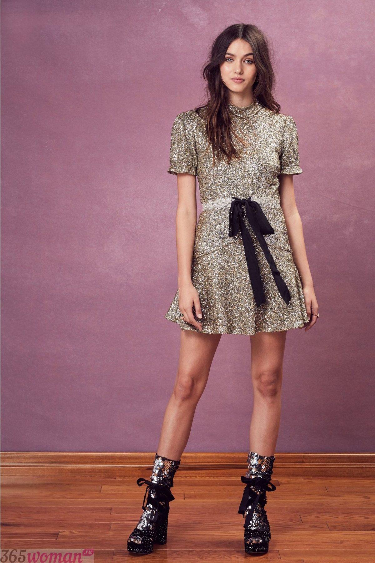 золотистое платье с черным поясом