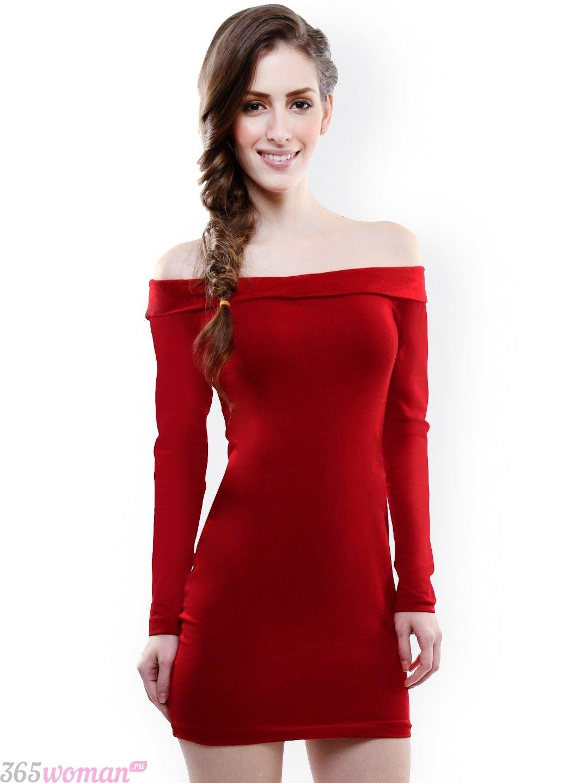 короткое красное платье с открытыми плечами
