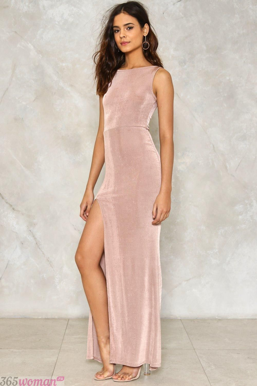 длинное бархатное платье с разрезом