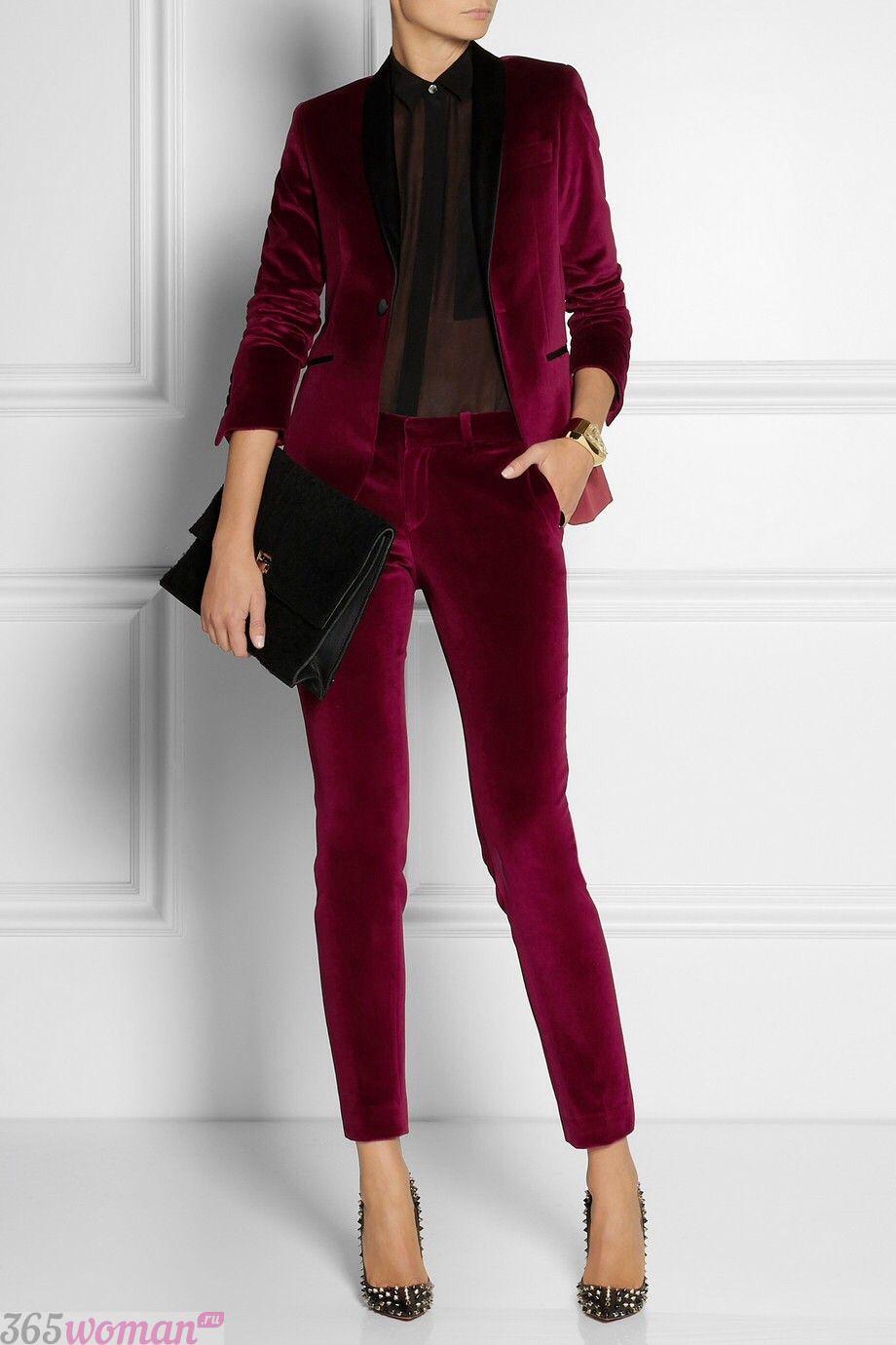 что надеть на день святого валентина 2019: бархатный брючный костюм бордового цвета