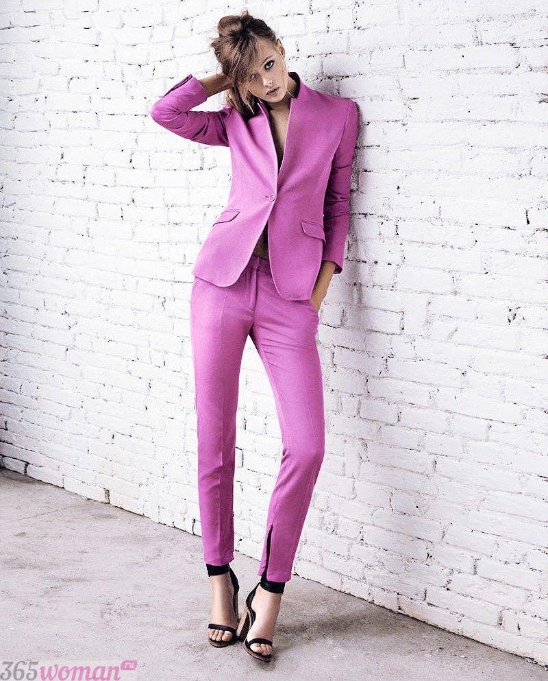 что надеть на день святого валентина 2019: светло-фиолетовый брючный костюм