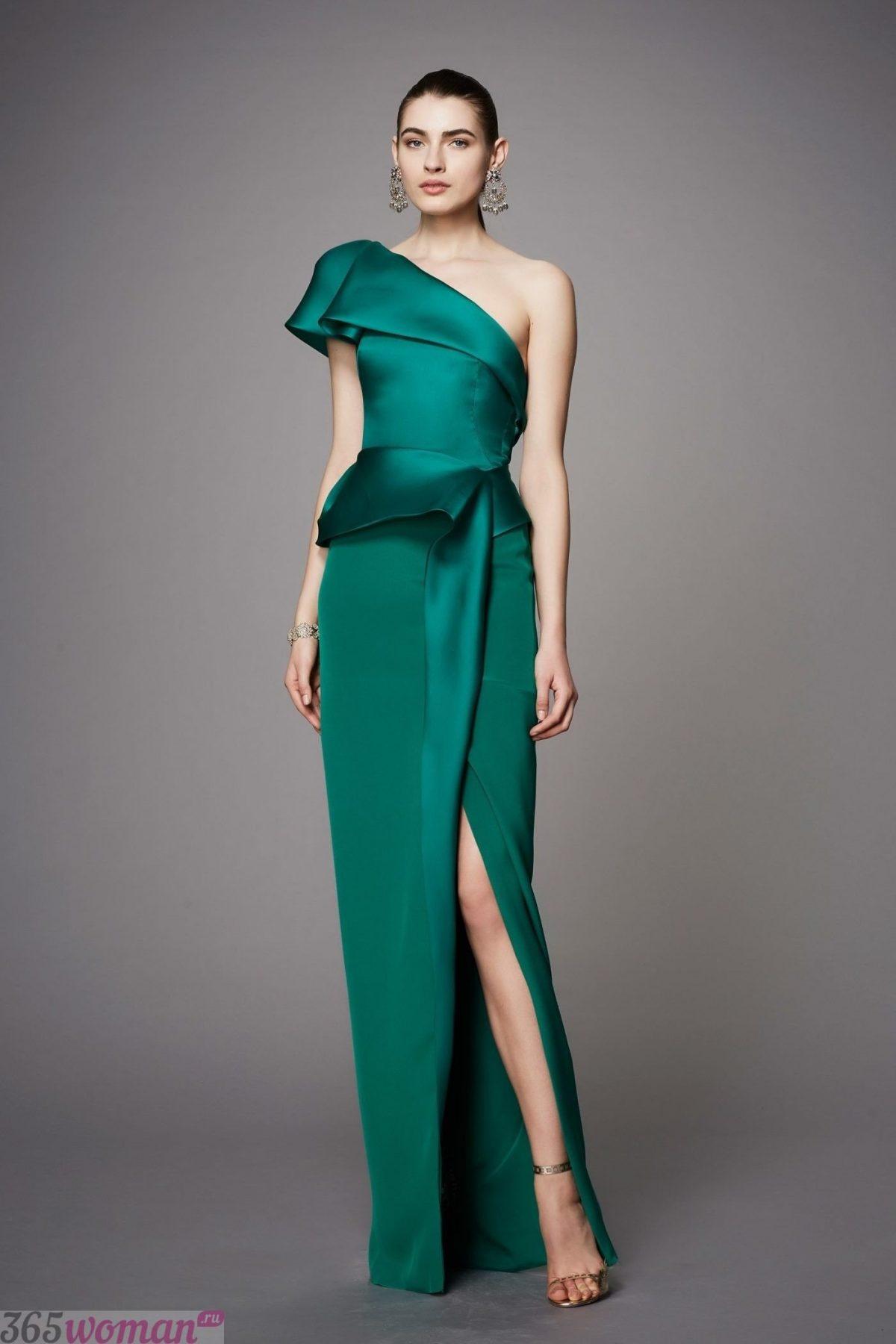 длинное зеленое атласное платье на одно плечо