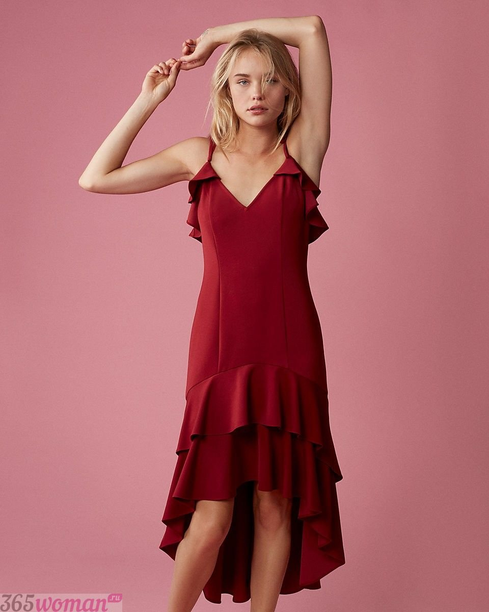 асимметричное платье цвета марсала