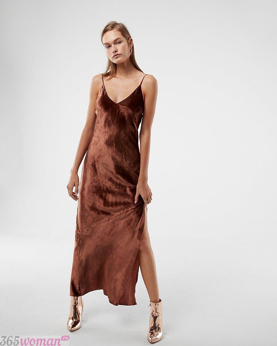 длинное велюровое платье с разрезом