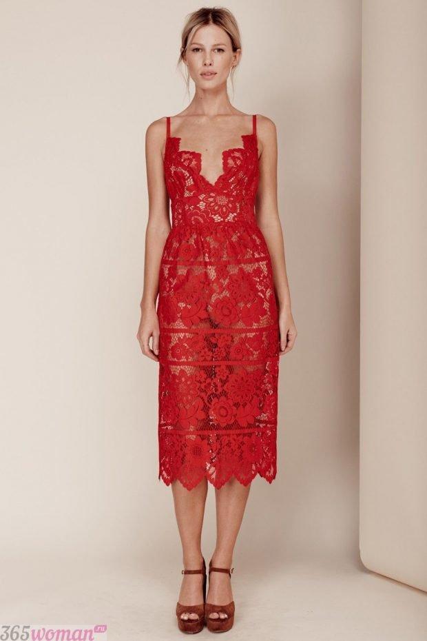 что надеть на день святого валентина: красное платье миди из кружева