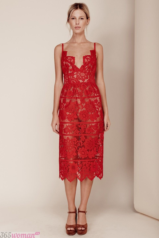 красное платье миди из кружева